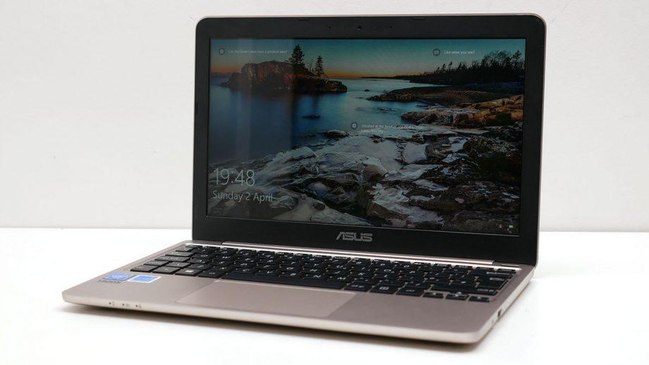 Asus cũng có máy tính mini kích thước 11 inch bên cạnh các mẫu thông thường