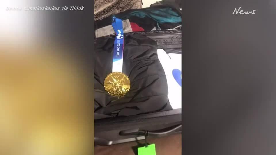 Cầm nhầm vali ở sân bay, vô tình sở hữu HCV Olympic