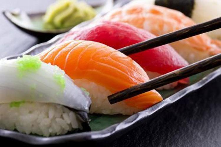 Ăn sushi theo đúng thứ tự cũng là một quy tắc quan trọng. Ảnh: Pinterest