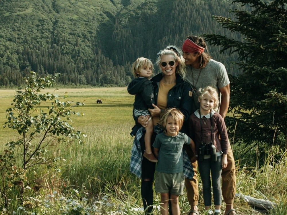 Gia đình Jessica Gee chụp ảnh tại Alaska. Ảnh: Garrett Gee