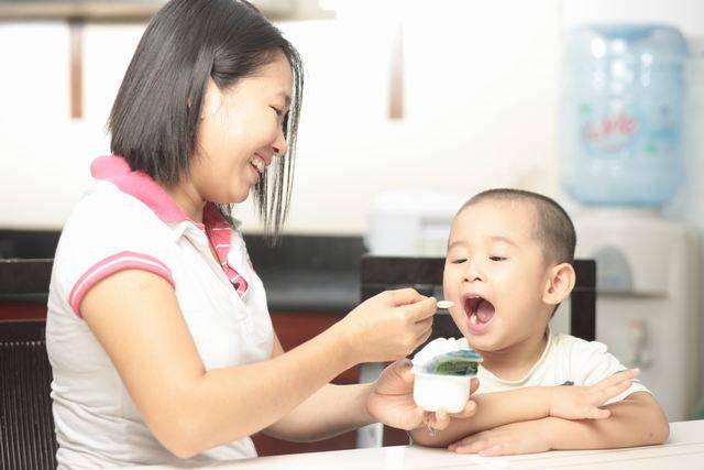 Trẻ em nên ăn sữa chua vào lúc nào