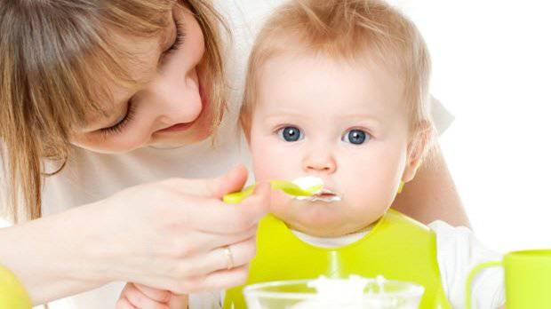 Bé bị ốm: Mẹ nên cho bé ăn gì?